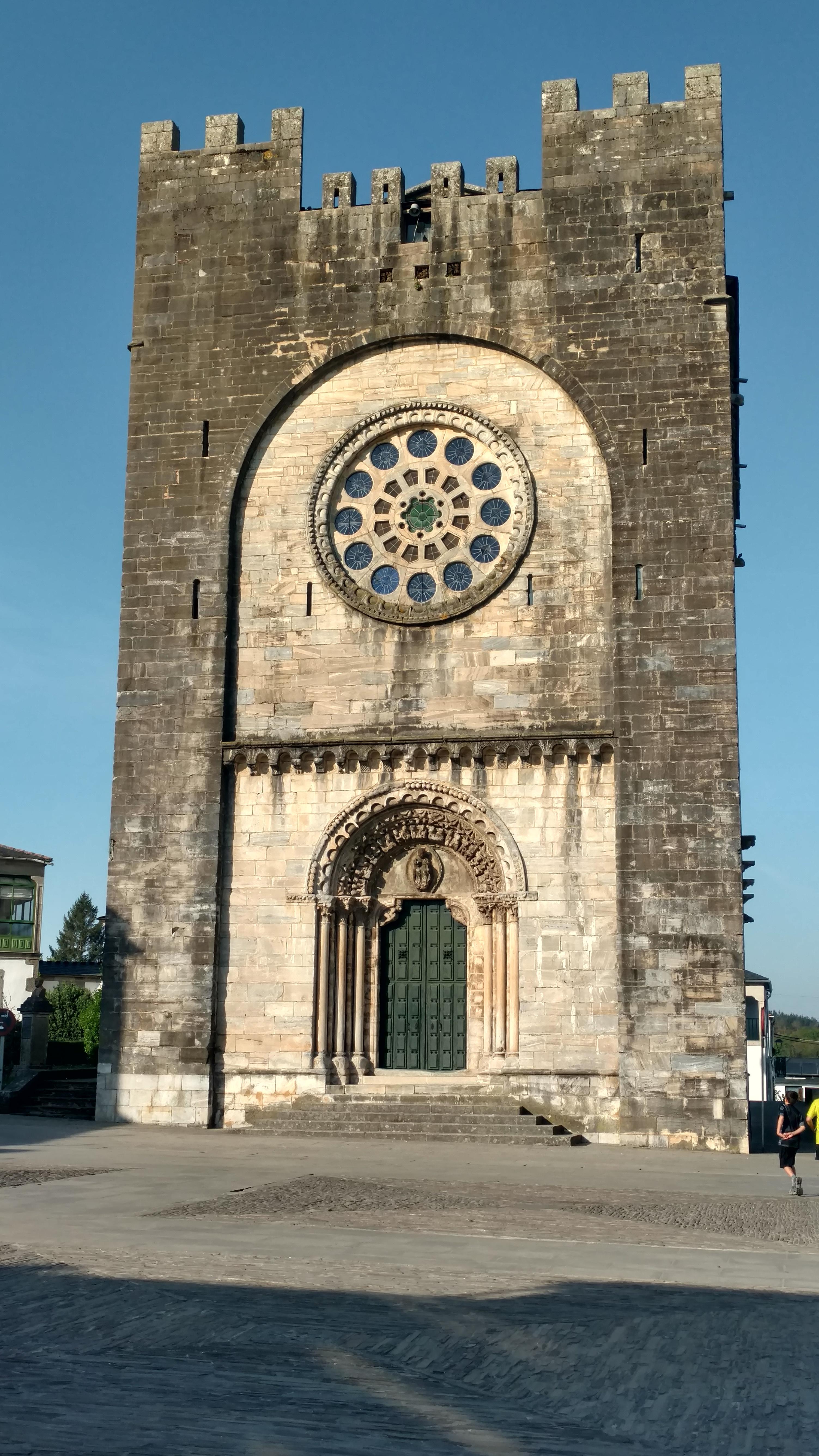 Iglesia de Portomarín donde puedes sellar tu pasaporte al llegar